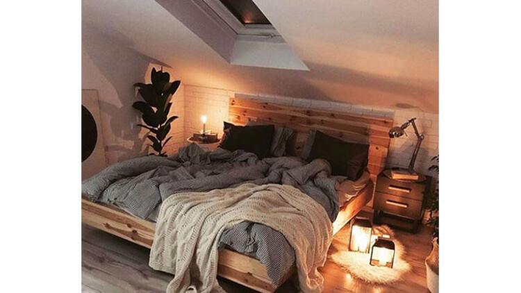Fotoğraf: @nasze.poddaszeAlçak yataklar, dağınık görüntü