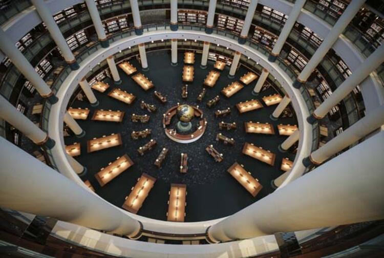 16 sütunlu Cihannüma Salonunda Dünya Kitaplığı