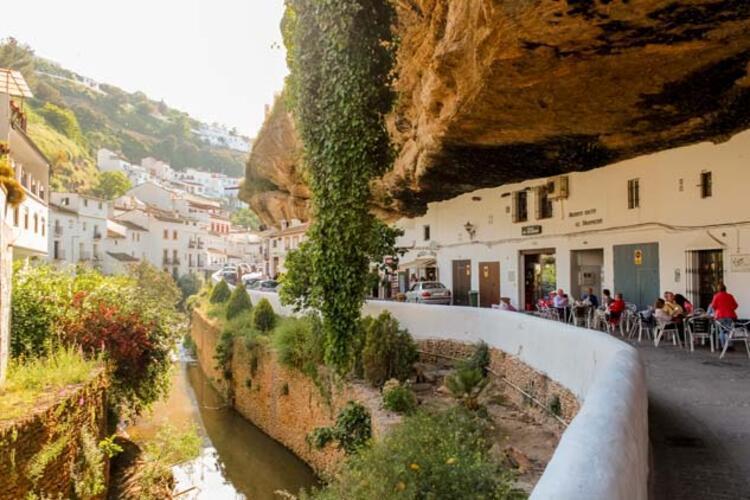 Kayalıkların altında bir kasaba: Setenil de las Bodegas - Tatil ...