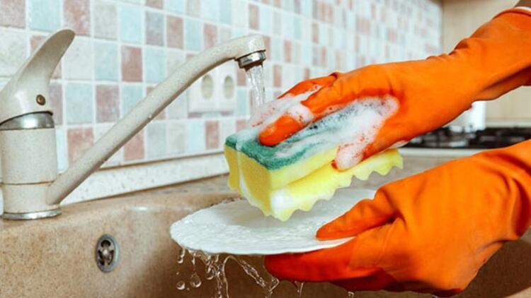 Bulaşık süngeri yerine sabun ve kağıt havlu kullanabilirsiniz