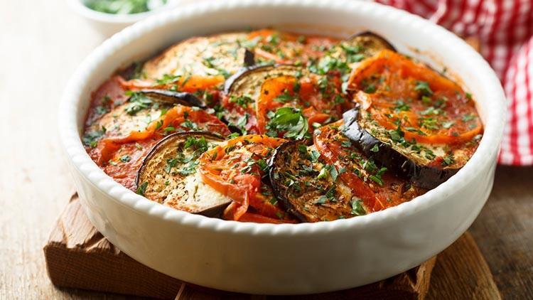 Göründüğü kadar asla zor olmayan domates soslu ızgara patlıcan