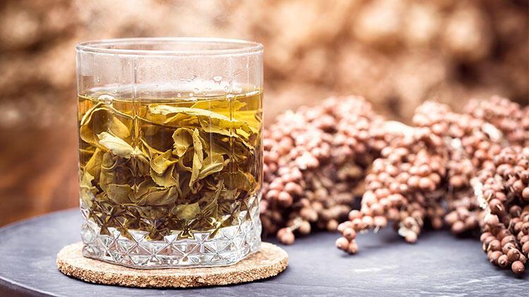 Akne sorunu yaşayan ciltler için çay detoksu