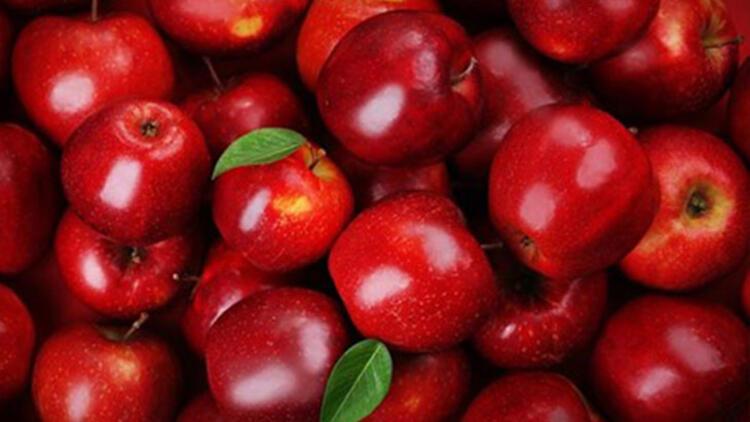Atıştırmalık olarak bir elma yiyin