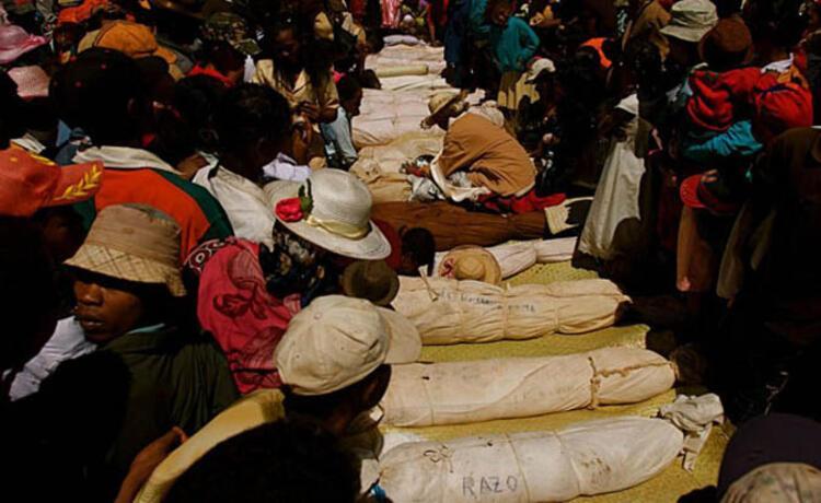 Madagaskar'da kan donduran festival Famadihana - Tatil Seyahat ...