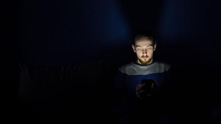 Görsel semptom yaşama derecesi dijital ekrana bakma süresine bağlı