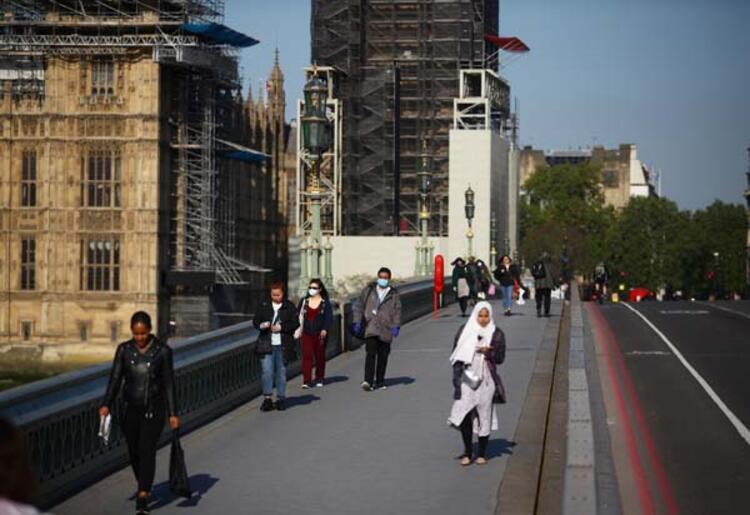 Portekizde lise öğrencileri okula dönüyor