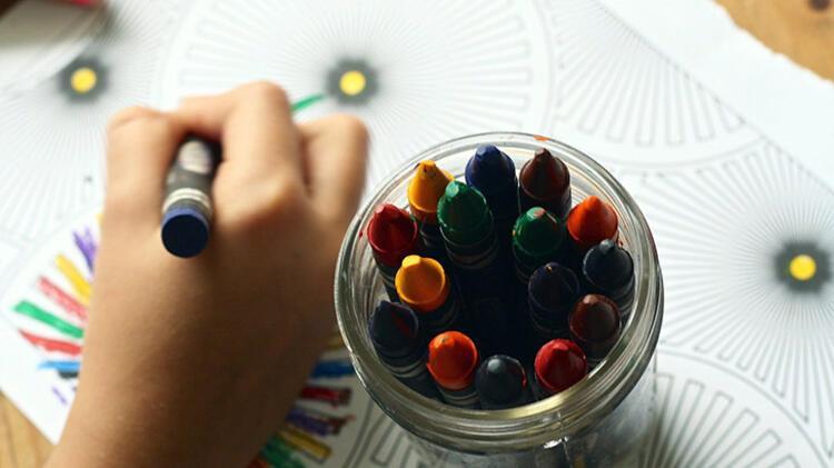 Boya kalemleri, hamurlar, renkler ve renkler