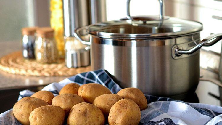 Çiğ patates dilimleri