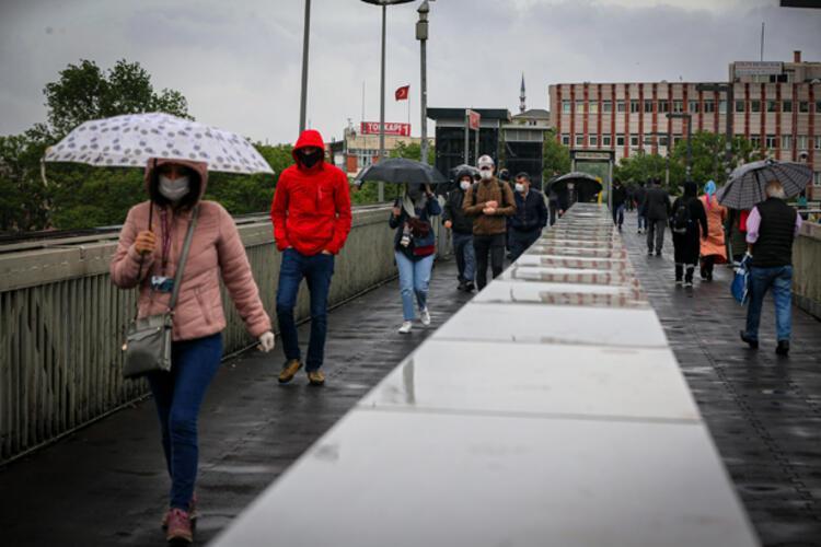 Taksimde yağmur ve rüzgar
