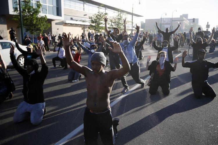 Gösterilere Irak ve Afganistan işgalinde görev yapan birlikler müdahale etsin