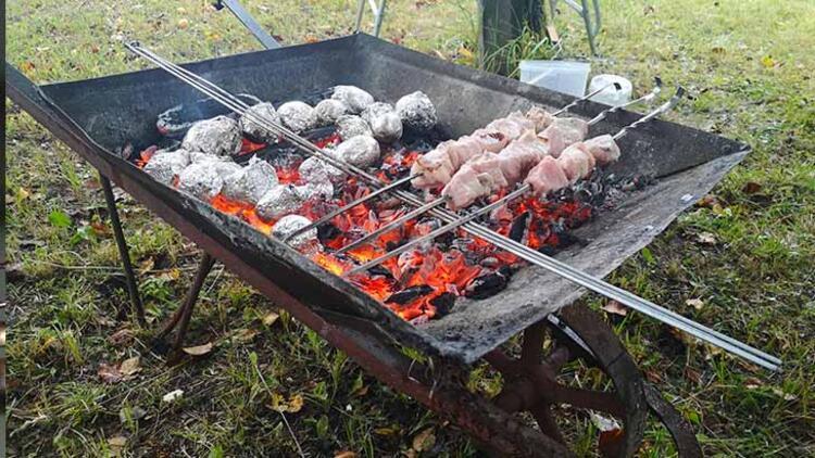 Ateşi yakarken çürümüş odun kullanmak