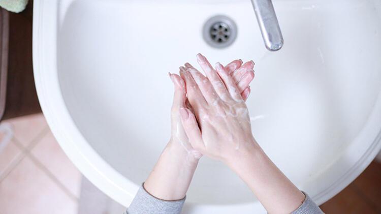 2. Ellerini yıkarken suyu boşa akıtmamalısın