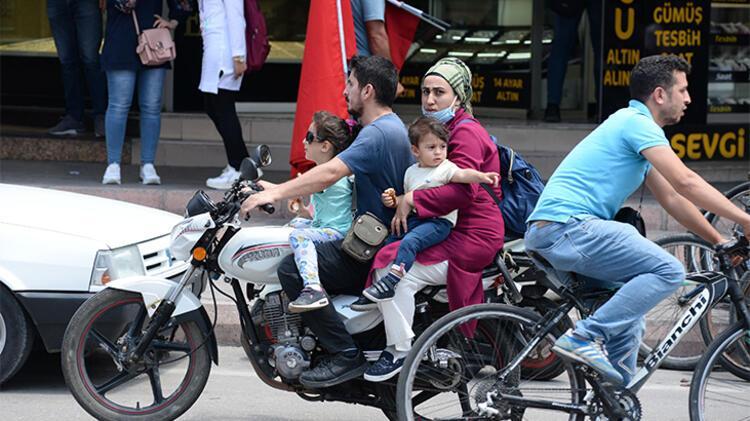 Kovid-19 hastası Türk vatandaşları ambulans uçakla yurt dışından getirildi