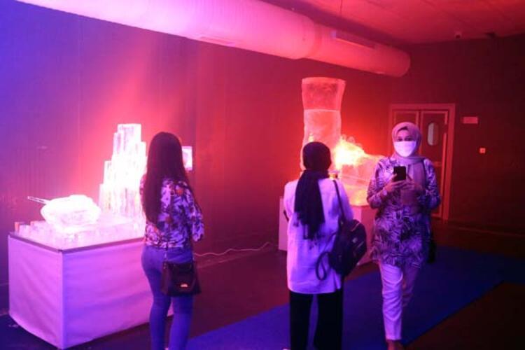 Buzdan heykeller toplumsal ruhu temsil ediyor