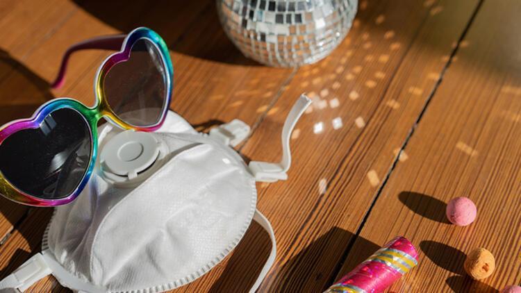Tatil yerlerinde maske kullanımı