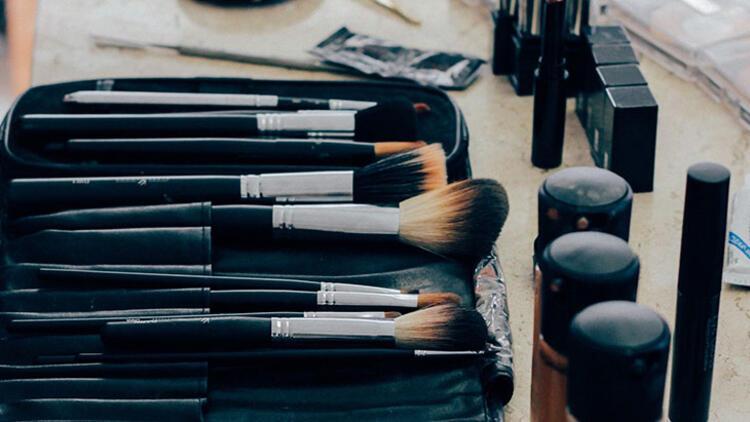 Kozmetik ürünlerini ortak kullanmak hastalığa davetiye çıkarıyor