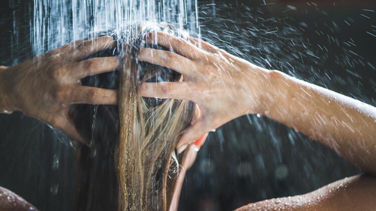 4-Uçlara da şampuan uygulamak