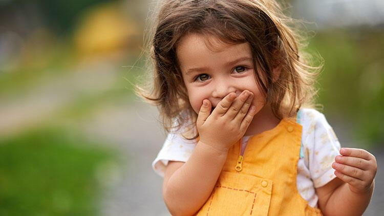 Kıskançlık ve şiddetten uzak çocuk yetiştirmek için ailelere öneriler