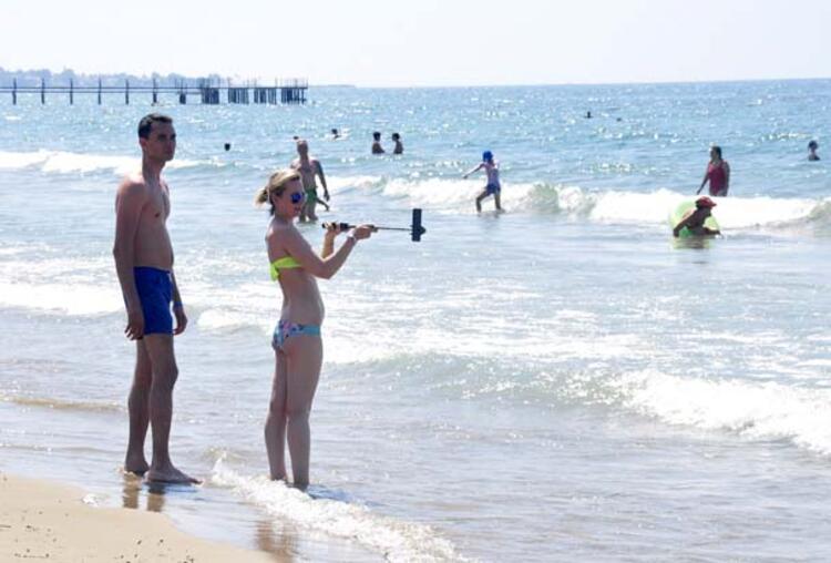 Antalyaya bazı ülkelerden yoğun turist trafiği oldu