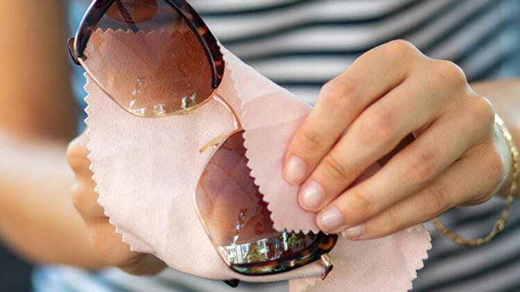 3-Gözlük temizliği yapmamak