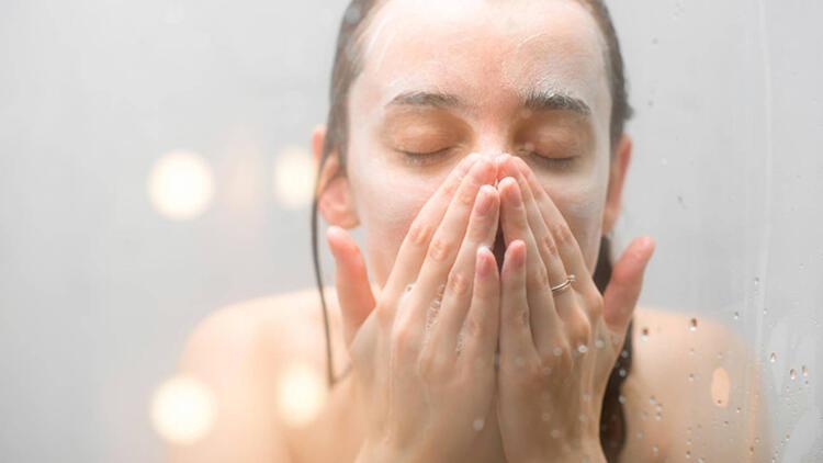 4-Çok sık yüz yıkamak