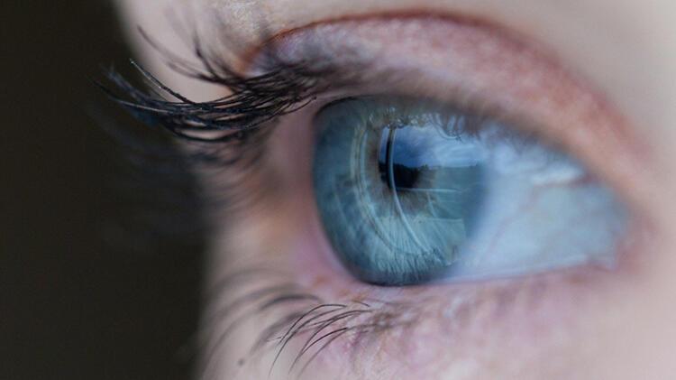 D.B.: Renkli gözlülerin nazarının daha fazla değdiği rivayetinin gerçekliği var mı