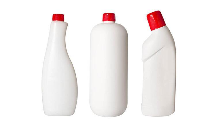 Mutfak mobilyalarını temizlemek için çamaşır suyu kullanmak