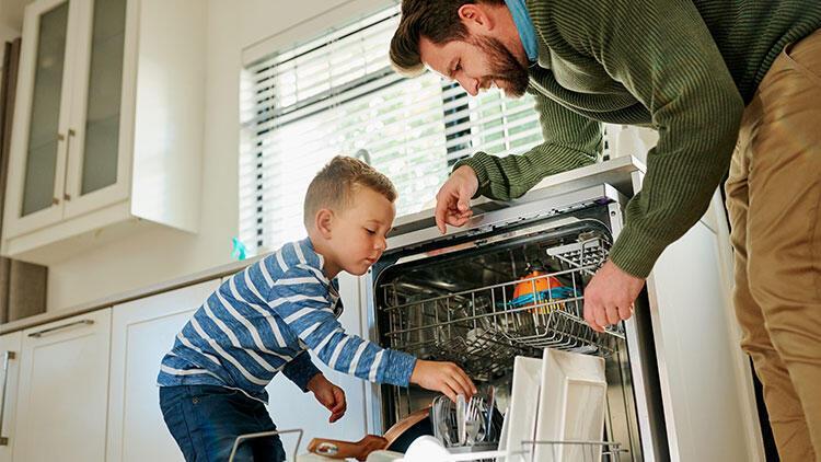 Ahşap eşyaları bulaşık makinesine koymak