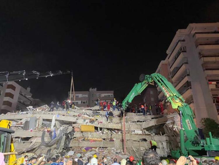 İzmirdeki depremde 2 bin 101 arama kurtarma personeli görevde