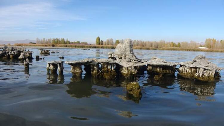 Erciş Kalesi ve mezarlıklar ortaya çıktı