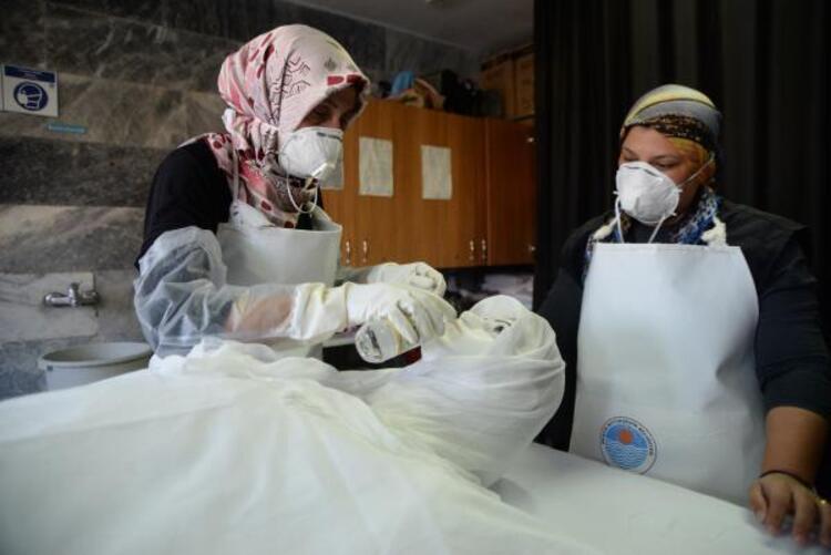 Gassallar cenazeleri koronavirüs tedbirleri altında yıkıyor - Güncel  Haberler Milliyet