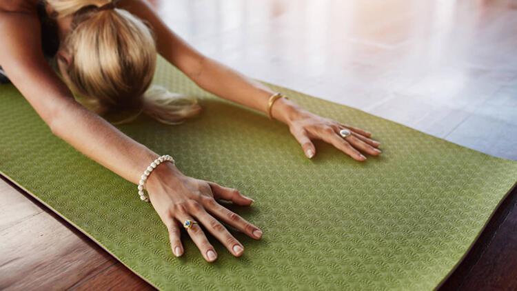 8.Farklı yoga pozisyonları deneyin