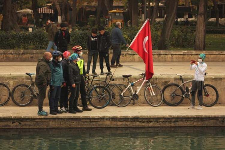 Türk bayraklı bisikleti ile dünyayı geziyor