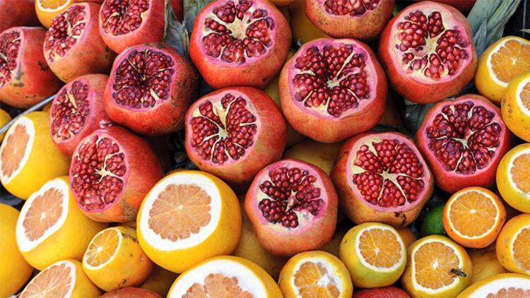 Meyve (portakal, limon, nar) ve sebzeler (havuç, kereviz, salatalık, kabak, patlıcan)