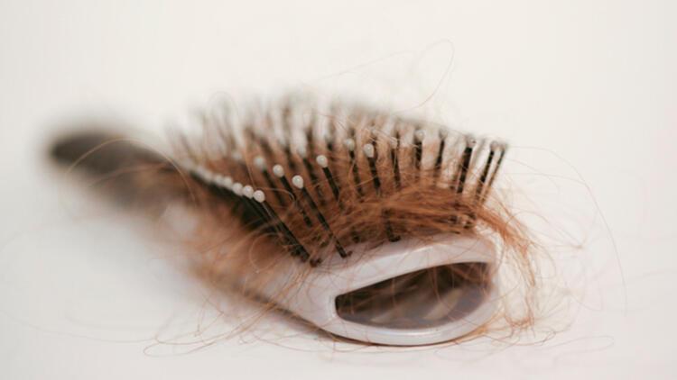 4. Saçınızı gün içinde çok fırçalıyorsunuz
