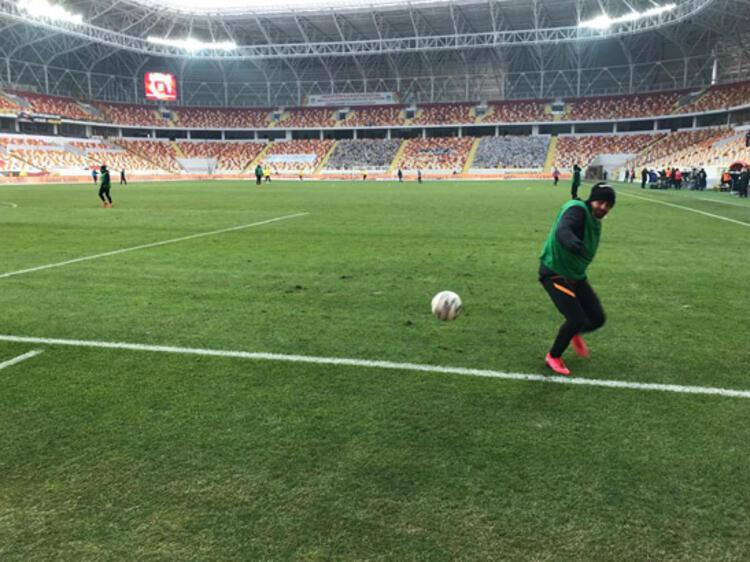 Yeni Malatya Stadının zemini tepki çekti