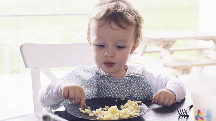 Yemeye az ilgi gösteriyorsa ve içine kapanıksa...
