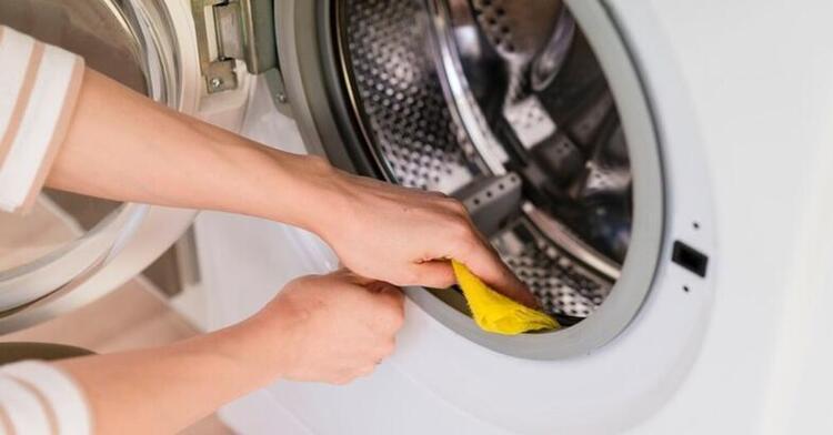 Çamaşır makineleri için olmayan temizlik maddeleri kullanıyoruz