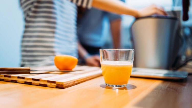 Yanlış: Bolca meyve suyu içmek