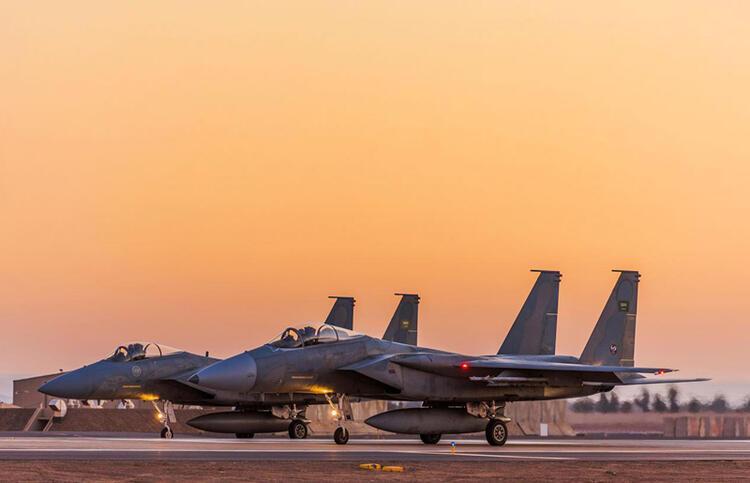 SUUDİ F-15LERİ GİRİTE İNİYOR