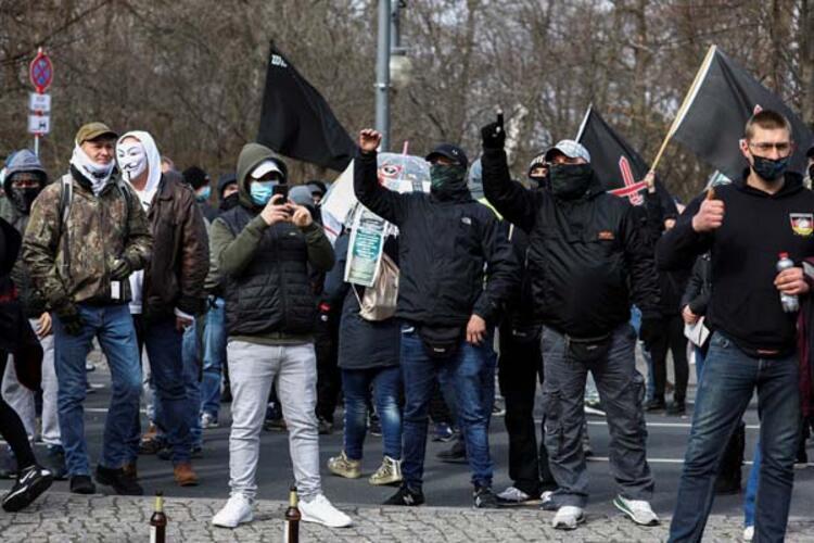 Berlinde aşırı sağcılar gösteri yaptı