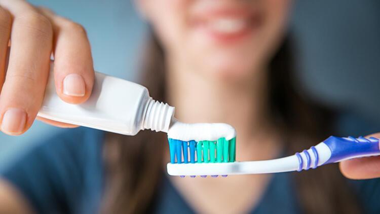 4.Her yemekten sonra dişleri fırçalamak