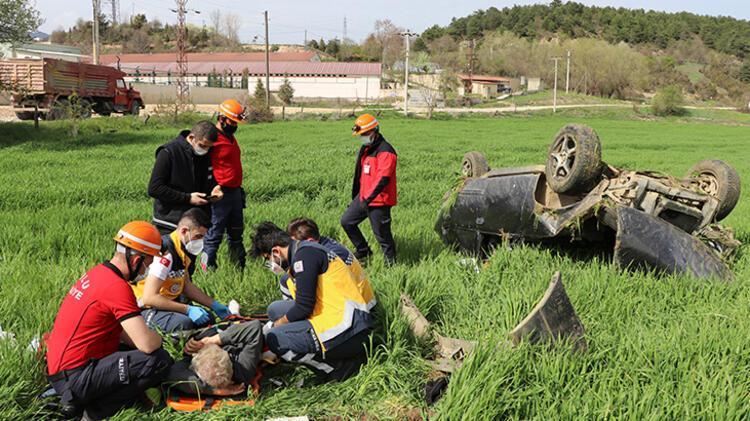 Bolu'da devrilen otomobilin sürücüsü yaralandı 3 – 60896a7d55428224c02133bd