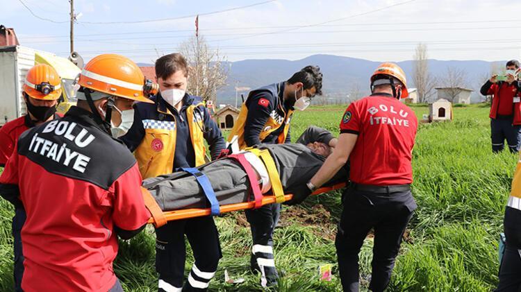 Bolu'da devrilen otomobilin sürücüsü yaralandı 5 – 60896a8055428224c02133c0