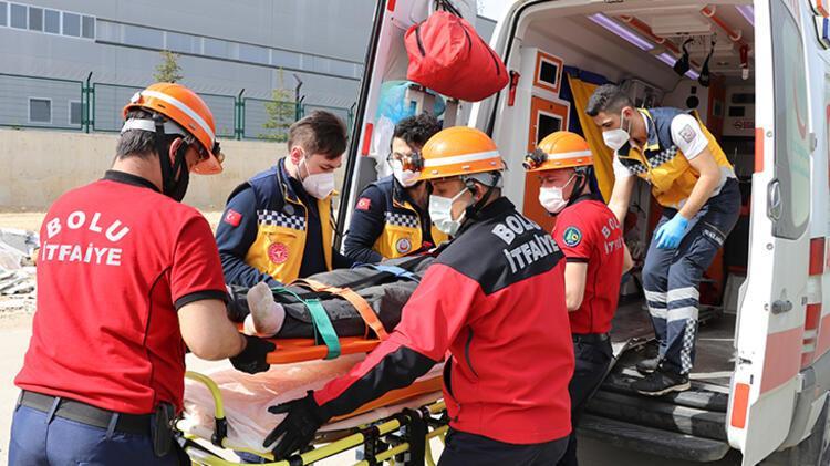 Bolu'da devrilen otomobilin sürücüsü yaralandı 6 – 60896a8655428224c02133c6