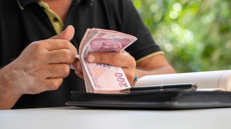 12) Haklardan yararlanmayan ve kapanan işveren çalışanın maaşını ödemek zorunda mı