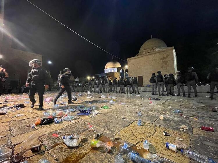 İSRAİL POLİSİ ARAP MİLLETVEKİLLERİNE SALDIRDI