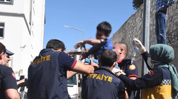 Bahçe duvarından atlarken düşen çocuğun koluna korkuluk demiri saplandı 4 – 60a51ae555428413a0e9ff21