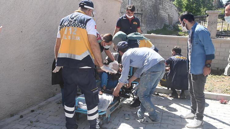Bahçe duvarından atlarken düşen çocuğun koluna korkuluk demiri saplandı 6 – 60a51af855428413a0e9ff27