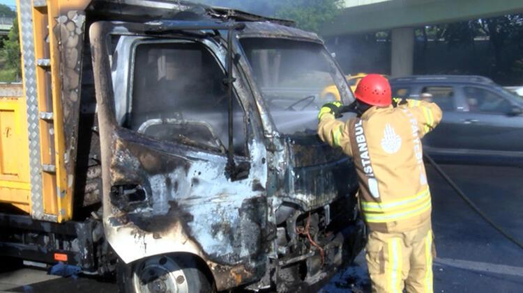 Bahçelievler'de kamyonet yandı 6 – 60bb1c335542851dc8b6bb34